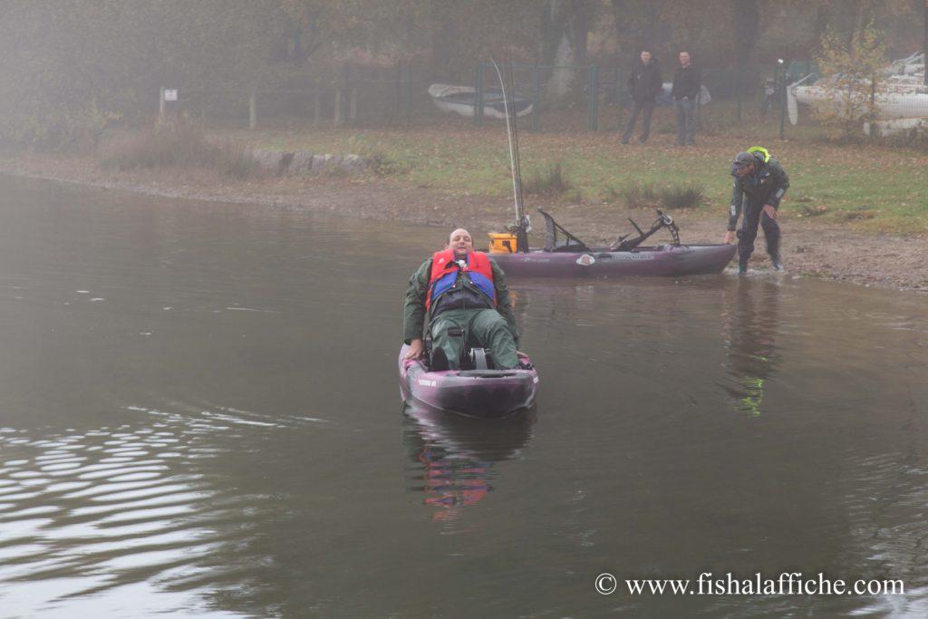 Renaud a laissé son bass-boat pour prendre un kayak