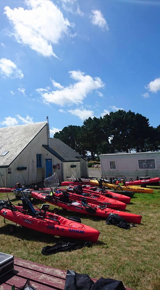 kayaks_camping